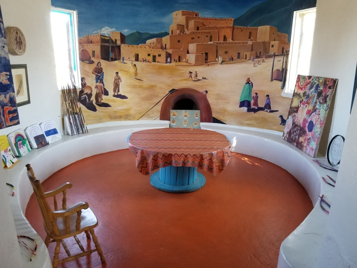 OONA Round Room